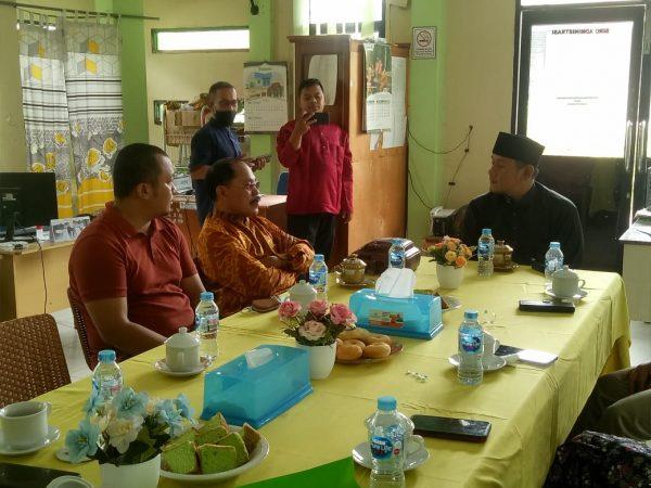 Fahrur Rofi, S.I.P., M.H.Sc. Berkunjung ke IAIS Sambas